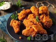 Рецепта Панирани пикантни пилешки крилца с млечен майонезен сос